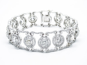 18k white gold bracelet with 12.39ct of diamonds